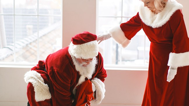 1391331d85b1e PHOTOS  Utah Santa proposes to Mrs. Claus he met 40 years ago in middle  school