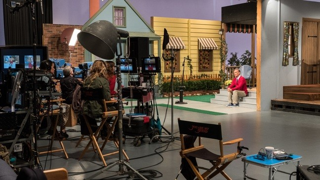 Review A Beautiful Day In The Neighborhood Sees Rogers From An Unbeliever S Perspective Kutv