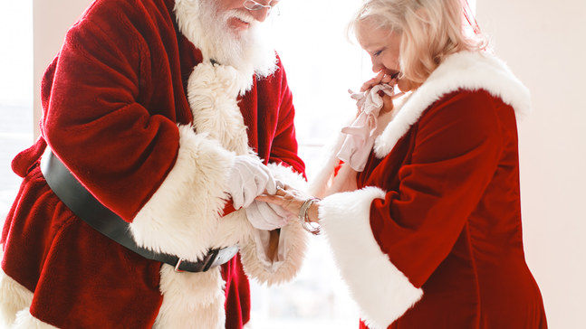 c98a1325bf6ad PHOTOS  Utah Santa proposes to Mrs. Claus he met 40 years ago in ...