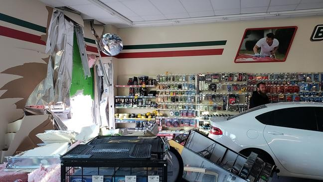 19 Year Old Crashes Vehicle Into O Reilly Auto Parts Store In Roy